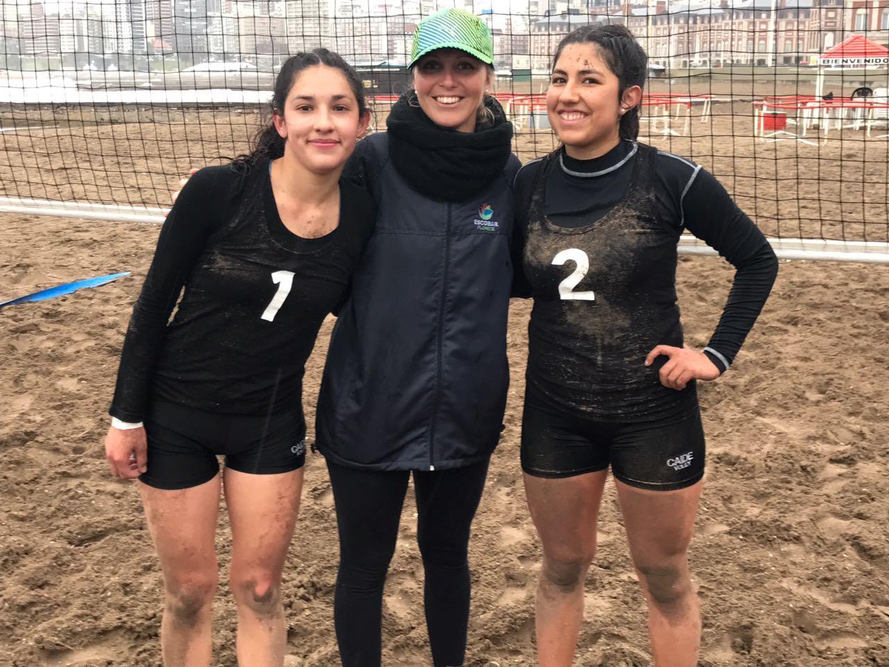 Dupla de  Beach Vóley junto a su entrenadora